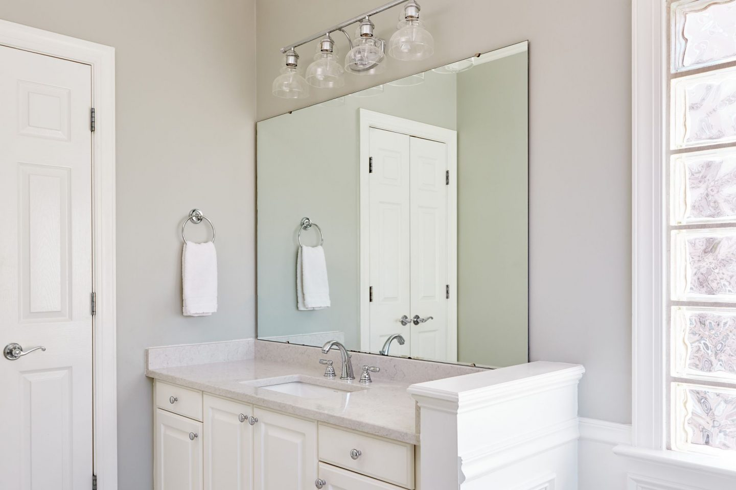 Vanity Mirror Makeover - Carolina Charm